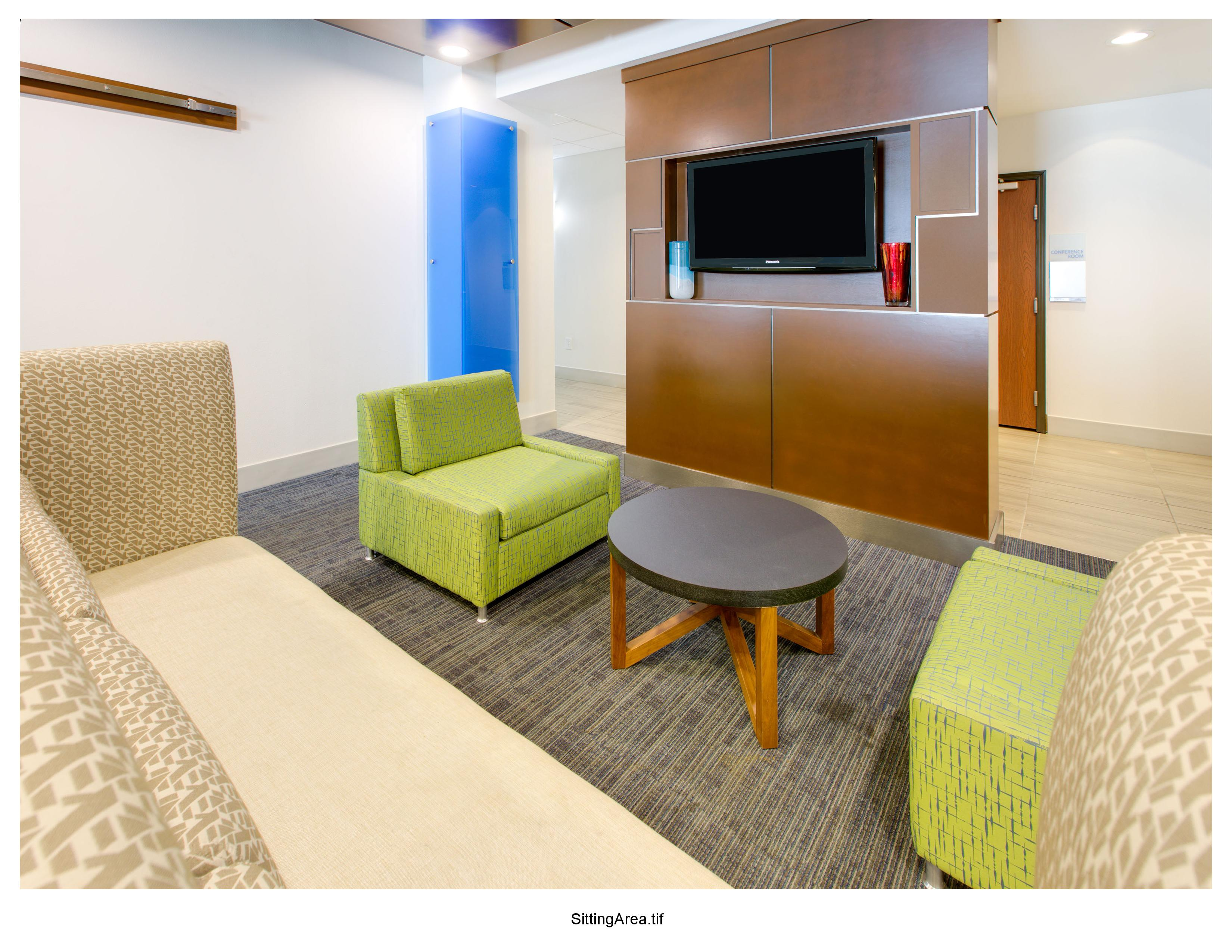 Holiday Inn Express & Suites Denton