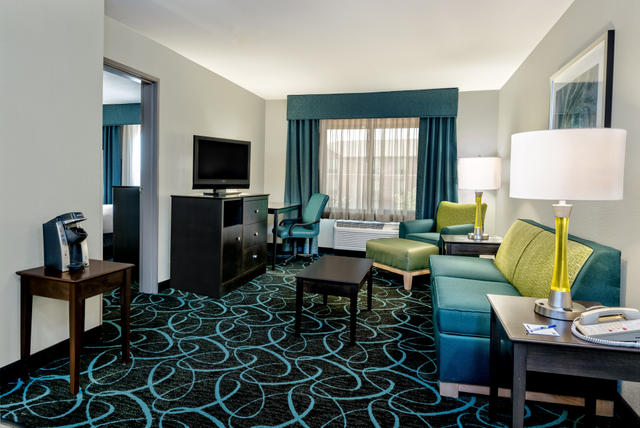 Holiday Inn Express & Suites (Fort Worth)